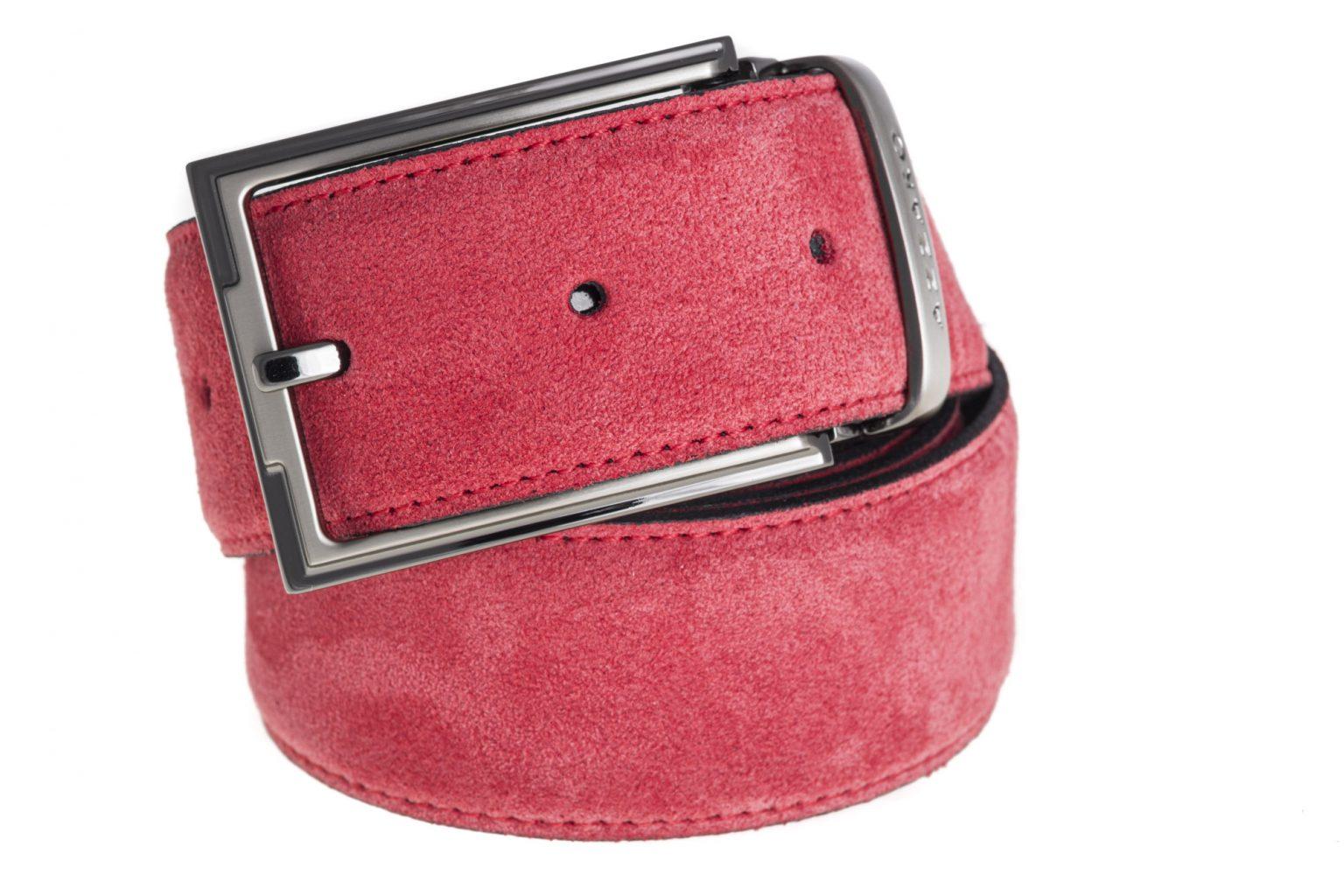 Photo produit packshot ceinture en daim rouge
